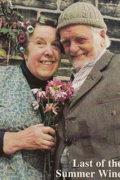 """Nora Batty and Compo from 'Last of the Summer Wine' played by Kathy Staff and Bill Owen 🎥🎬📺"" Bbc Tv Shows, Comedy Tv Shows, British Tv Comedies, British Comedy, Rare Pictures, Beautiful Pictures, Last Of Summer Wine, British Humour, Dad's Army"