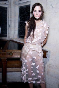 Simone Rocha Fall 2015 RTW Backstage – Vogue