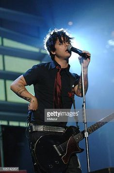 Billie Joe Armstrong of Green Day during 2005 MTV Video Music Awards Rehearsals Day 1 at American Airlines Arena in Miami Florida United States Punk Rock Song, Rock Songs, Billie Joe Armstrong, Woodstock 1994, Billie Green Day, American Airlines Arena, Jason White, Mtv Video Music Award, Latest Albums
