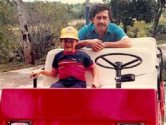 Pablo Escobar and his son at his estate, Pablo Emilio Escobar, Don Pablo Escobar, Mafia, Narcos Escobar, Colombian Drug Lord, Manolo Escobar, Picasso Pictures, Bad And Boujee, Extraordinary People