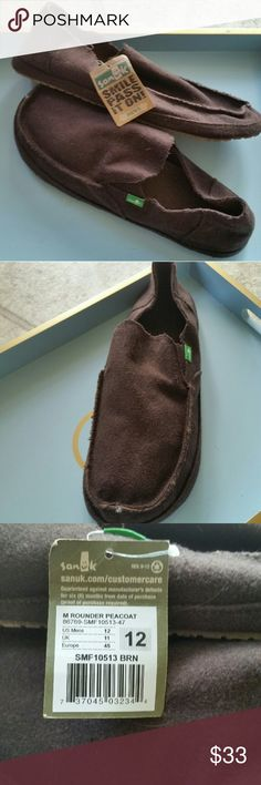 "MEN'S SANUK 'ROUNDER PEACOAT' LOAFERS, SZ 12 MENS SANUK ""ROUNDER PEACOAT "" LOAFERS, SZ 12 -NEW WITH TAGS -The look of a shoe and the comfort feel of a sandal.? -Slip-on moc style. -Durable wool upper with wool mudguard. -Gusseted for easy wear -Soft canvas printed lining for comfortable experience. -High-rebound, molded EVA footbed. -AEGIS? antimicrobial treatment inside. -Low profile Happy U rubber outsole. Sanuk Shoes Loafers & Slip-Ons"