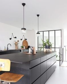 Feel inspired by these kitchen decor ideas. Minimal Kitchen Design, Industrial Kitchen Design, Interior Design Kitchen, Kitchen And Bath, Diy Kitchen, Kitchen Decor, Black Kitchens, Home Kitchens, Kitchen Black