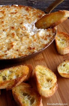 Dip Recipes 273171533628789337 - This Vidalia onion dip recipe will change your mind about onion dips altogether. It's table-ready in 45 minutes then it's go time! Yummy Appetizers, Appetizer Recipes, Party Dip Recipes, Easy Appetizer Dips, French Appetizers, Appetizer Dessert, Vidalia Onion Dip, Vidalia Onion Recipes, Hot Onion Dip