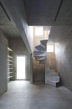 Escalera de caracol de metal lacado