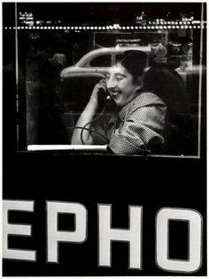 Telephone, New York (1954). William Klein.