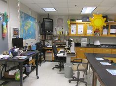 Ideas for setting up a high school science lab--beautiful room!