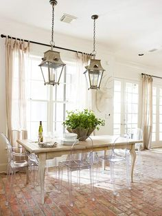 loving this mix of lucite chairs, lanterns, + a traditional farmhouse table
