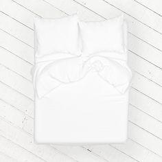 Geef je slaapkamer een frisse, nieuwe look met de White Jasmine cocosheets. Het gecertificeerde, satijn geweven Egyptische katoen voelt heerlijk zacht op de huid en laat jou 's nachts de mooiste dromen beleven. De subtiele glans zorgt voor een chique uitstraling en de lichte, oudroze kleur geeft jouw slaapkamer rust.
