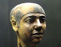 El egipcio Imhotep. Sabio, médico, astrónomo y el primer arquitecto conocido en…