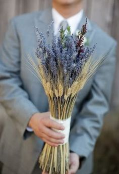 Bouquet with wheat. This is so simple and beautiful!!!