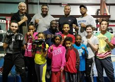 The team and kids at Triple Threat Gym say farewell to The Champ TerrenceCrawford @tbudcrawford as he trained his last day at the gym. Good luck champ go be great!!! #champion #proboxer #professionalathlete #crawfordmolina December 10th tune in for more information follow Terrence on his social media. #triplethreatgym #coloradosprings #colorado #fitness #athlete #boxing #boxingcamp #boxingtrainer