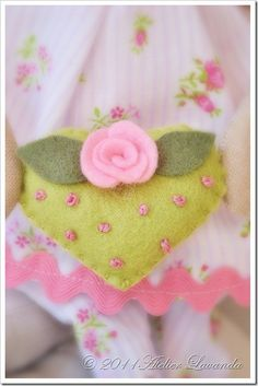 .i love everything about this cute, little rosey heart! from the felty colors to the sweet french knots!