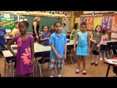 ▶ The Phonics Dance! Official Video with author creator Ginny Dowd (Short Version of Alphabet with Hunks and Chunks).I did this while I was a primary teacher and it always helped my students! Phonics Videos, Phonics Words, Phonics Activities, First Grade Phonics, First Grade Reading, The Phonics Dance, Jolly Phonics, Phonics Reading, Teaching Reading