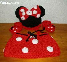 Conjunto para Bebe Minnie (ratita) 3 piezas: gorrito, patucos y faldita, hecho a ganchillo (crochet)