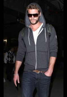 Casual cool. Liam Hemsworth
