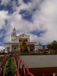 Camino del Vía Crusis en Cerro Monserrate