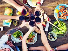 O almoço de Páscoa esse ano é na sua casa? Para fazer o evento perfeito que tal descobrir quais são os melhores vinhos que harmonizam com seus pratos?