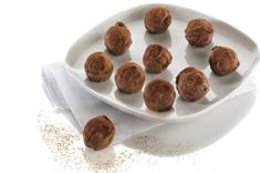 Recette - Boules de noël au caramel | 750g Dog Food Recipes, Biscuits, Almond, Pudding, Chocolate, Cooking, Breakfast, Cake, Desserts