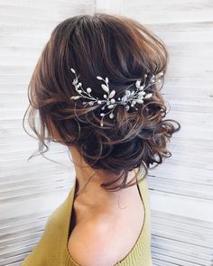 messy updo hairstyle ,swept back bridal hairstyle ,updo hairstyles ,wedding hairstyles frisuren haare hair hair long hair short Romantic Wedding Hair, Wedding Hair And Makeup, Hair Makeup, Hair Wedding, Hairstyle Wedding, Curly Wedding Updo, Wedding Nails, Gold Wedding, Romantic Weddings