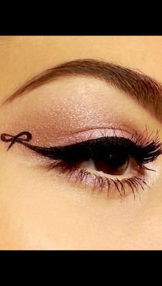 Bow eyeliner, this is so pretty