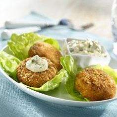 Bite into our delicious Chipotle Lime Tuna Cakes made with Hellmann's® Real Mayonnaise and chipotle peppers in adobo sauce. Canned Salmon Recipes, Raw Food Recipes, New Recipes, Favorite Recipes, Best Turkey Burgers, Turkey Burger Recipes, Chipotle, Tuna Cakes, Dry Bread Crumbs