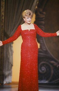 Angela Lansbury Rocks Our Old Souls Angela Lansbury, Classic Actresses, Actors & Actresses, Hollywood Glamour, Classic Hollywood, Sixties Fashion, Women's Evening Dresses, Star Wars, Candice Bergen