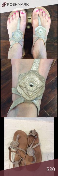 Fossil Silver Flower Sandals EUC Fossil silver sandals. Fossil Shoes Sandals