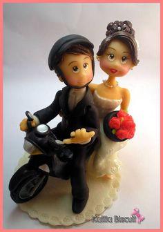 Noivinhos personalizados em biscuit, casal de noivos na moto R$ 150,00