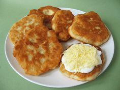 Moha Konyha: Kefires lángos Kefir Recipes, Hungarian Recipes, Hungarian Food, Soul Food, Pizza, Side Dishes, Bakery, Muffin, Food And Drink