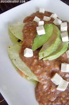 Enfrijoladas de queso panela y espinacas - Pizca de Sabor