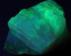 Beautiful Blue/Green Fluorescent Peruvian Opal