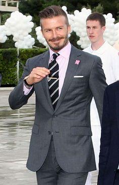 David Beckham at the torch handover ceremony in Athens Traje David Beckham, David Beckham Suit, David Beckham Style, News Fashion, Mens Fashion Blog, Mens Fashion Suits, Mens Suits, Sharp Dressed Man, Well Dressed Men