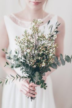 ▫️THE BOUQUET▫️Sometimes simplicity is the best way to go! How stunning is this one created by kwiatowe-atelier and captured by Paulina Weddin. Bridesmaid Bouquet, Wedding Bouquets, Wedding Goals, Wedding Day, Winter Wedding Flowers, Cascade Bouquet, Arte Floral, Floral Bouquets, Flower Designs