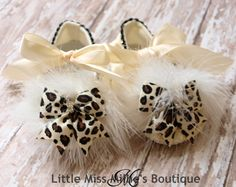 Oh so cute! Little ivory lace shoes trimmed around the instep with rhinestone banding. On the toe sits a marabou feather pouf with a leopard bow with rhinestone center nestled on top. They tie with ivory satin ribbon at the ankle. SIZE 3-6 months Measures 4 1/4 inches from heel to toe