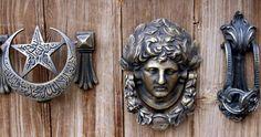Osmanlı'dan günümüze kalan kapı tokmakları Türkiye'nin en önemli turizm merkezlerinden Kapadokya'da yaşatılmaya devam ediyor.