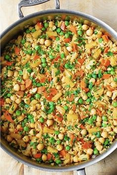 20 Protein-Packed Dinners With No Meat ~ Collection of Vegetarian Meatless Recipes. Vegetarian Fried Rice, Vegetarian Protein, Vegetarian Dinners, Vegetarian Recipes, Cooking Recipes, Healthy Recipes, Protein Recipes, Homemade Fried Rice, Vegan Stuffed Peppers