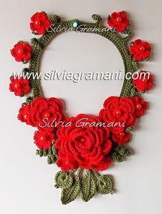Silvia Gramani Crochê: Colar de Crochê com Flores - Colar Afrodite