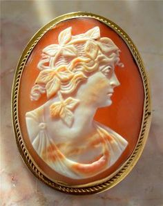 Exquisitely Carved 1860s Antique Victorian 6K Gold Shell Cameo Brooch Pendant