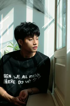 Photo not mine Korean Entertainment Companies, Cute Emoji Wallpaper, Black Aesthetic Wallpaper, Korean Couple, World Domination, Bae Suzy, Boyfriend Material, Pop Group, Baekhyun