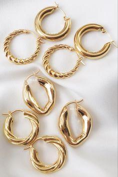 gold hoop earrings #earrings #hoops Ear Jewelry, Dainty Jewelry, Simple Jewelry, Cute Jewelry, Jewelry Bracelets, Jewelry Accessories, Jewelry Design, Chunky Jewelry, Vintage Accessories