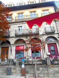 Antiguo Cuartel de la Guardia Real Española.