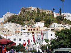Mouldy Driss é a cidade mais sagrada para os muçulmanos marroquinos. Isso porque lá é onde se encontrar o mausoléu do descendente direto do Profeta Maomé Moulay Idris (Idris I) o santo mais venerado do Marrocos e fundador da cidade em 1789 e da primeira dinastia árabe e muçulmana de Marrocos a Dinastia Idríssida.  #Marrocos #PeloMundoComVc  #PeloMundo #TopDestinos #DestinosdeViagem #BlogdeViagem #ViagensPeloMundo #ViagensIncriveis #Wanderluster #Viagem #Traveltips #DicasdeViagem…