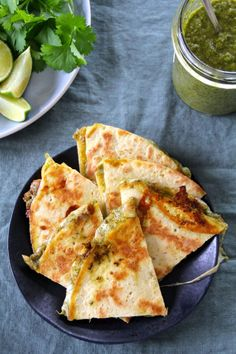Cheesy quesadillas with a slightly spicy coriander pesto. Delicious on their own or served with soup or salad. (in Norwegian) Whole Food Recipes, Great Recipes, Crunch Wrap, Vegetarian Snacks, Crunches, Tex Mex, Soup And Salad, Hot Sauce, Appetizer Recipes