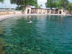 Balmorhea State Park has the largest spring fed pool in the world. It's in West Texas- 2 hours north of Big Bend National Park in the foothills of the Davis Mountains. The pool is feet deep in parts & is great for scuba diving & snorkeling. Texas Vacations, Dream Vacations, Vacation Spots, The Places Youll Go, Places To See, Texas Travel, State Parks, Places To Travel, Beautiful Places