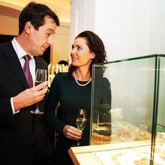 #Vicore #emerald #gem #gemstone #jewel #champagne #event #show #smaragd #green #colombia #art #jewelry #investment #auction #gems #model Emerald Gem, Gem Diamonds, Gem S, Champagne, Auction, Events, Jewels, Gemstones, Green