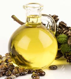 Dandruff is one of those hair ailments that has troubled men (and women) since time immemorial. Read on to know how to use castor oil for treating dandruff Castor Oil For Acne, Organic Castor Oil, How To Treat Dandruff, Treating Dandruff, Ayurvedic Hair Care, Castor Oil Benefits, Getting Rid Of Dandruff, Mild Shampoo, Beauty