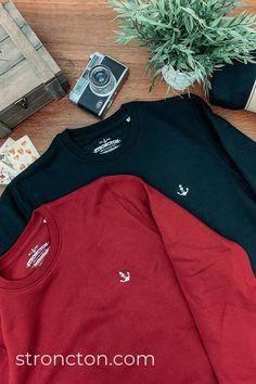 Stroncton - Streetwear aus nachhaltiger und fairer Produktion für Frauen und Männer.Ob Arbeit, Freizeit oder Party - mit diesem Pulli fühlst du dich überall wohl. Eleganter, kleiner Logo Brust-Stick und kleiner Detail Schriftzug auf einem 100% nachhaltigen Sweatshirt. Es wurde aus 85 % Bio-Baumwolle und 15 % recyceltem Polyester unter fairen Bedingungen produziert. Mehr nachhaltige Streetwear und Stuff findest du bei Stroncton im Online Shop. #stroncton Stitch Sweatshirt, Elegant, Adidas Jacket, Streetwear, Athletic, Logo, Sweatshirts, Outfit, Party