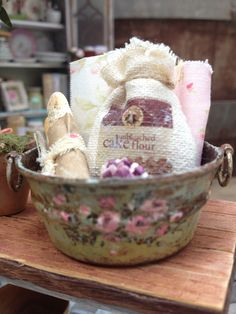 Maritza Miniatures hand painted tub with Cynthia Lauren Sperin foods and accessories