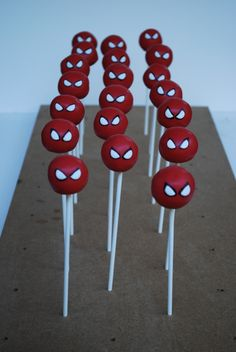 Superhero - cake pops