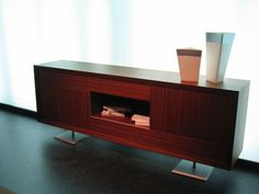 Mueble auxiliar en madera con pies en alto Credenza, Cabinet, Storage, Furniture, Home Decor, Wood, Home, Clothes Stand, Purse Storage